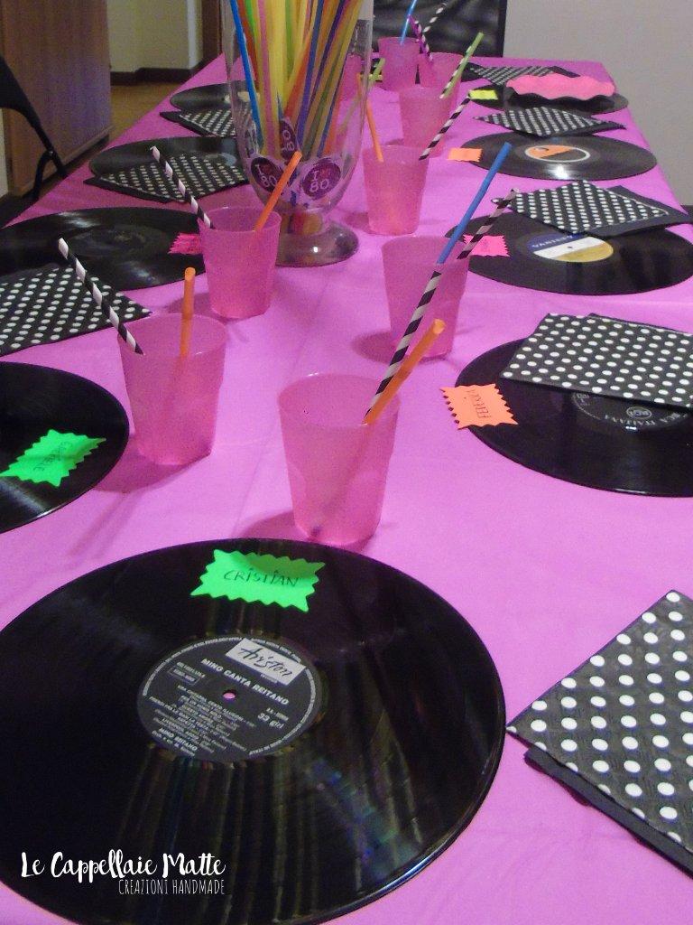 Allestimento tavola Festa anni '80